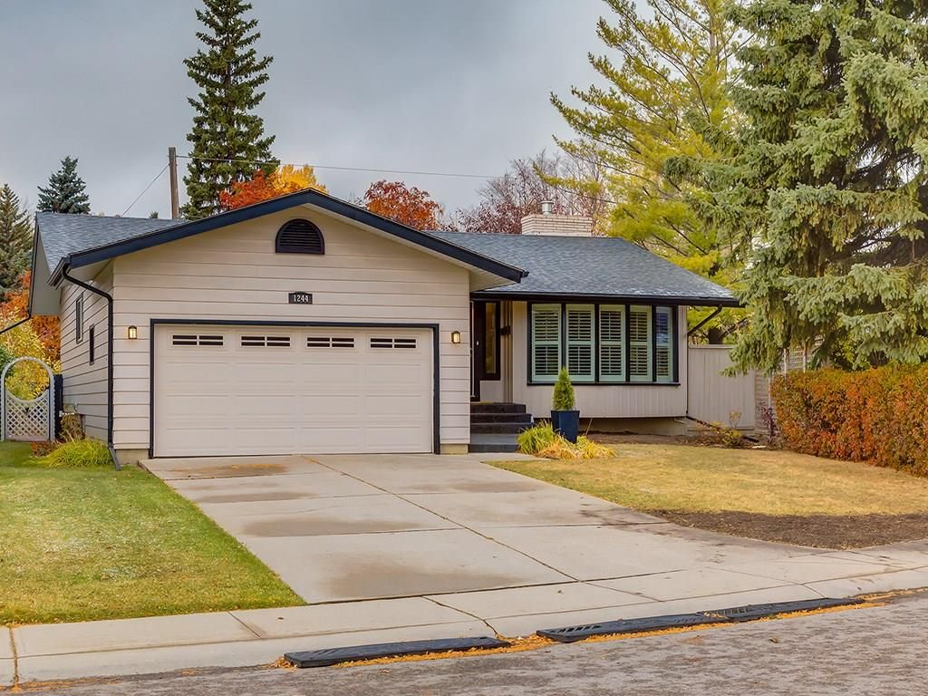 Main Photo: 1244 CROSS Crescent SW in Calgary: Chinook Park House for sale : MLS®# C4141539