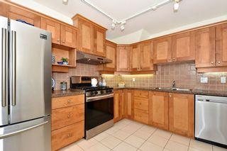 """Photo 8: 306 3088 W 41ST Avenue in Vancouver: Kerrisdale Condo for sale in """"THE LANESBOROUGH"""" (Vancouver West)  : MLS®# R2339683"""