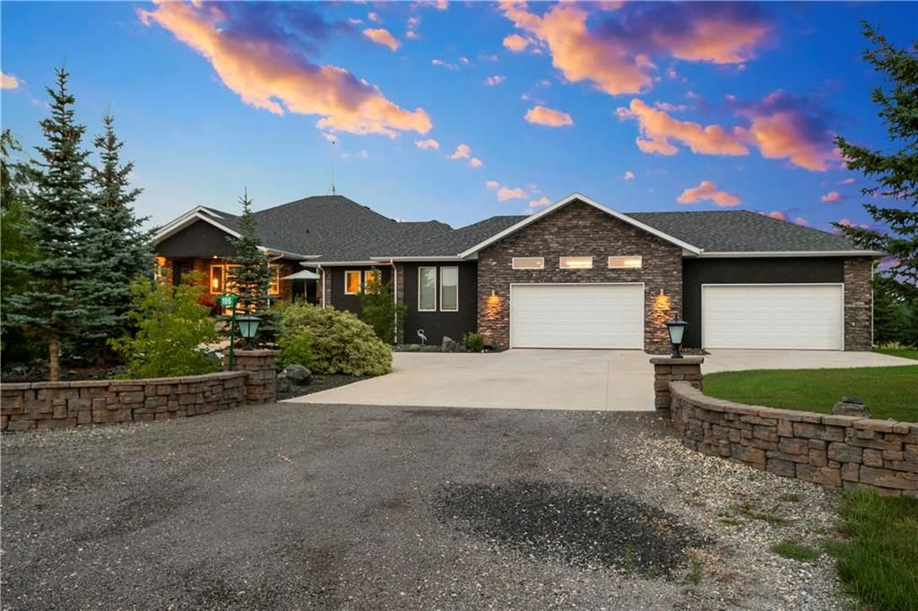 Main Photo: 186 Bridgeview Drive in St Clements: Bridgeview Estates Residential for sale (R02)  : MLS®# 202115523