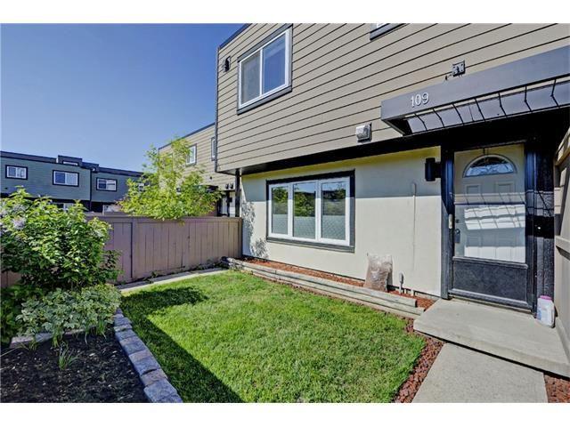 Main Photo: 109 3809 45 Street SW in Calgary: Glenbrook House for sale : MLS®# C4066213