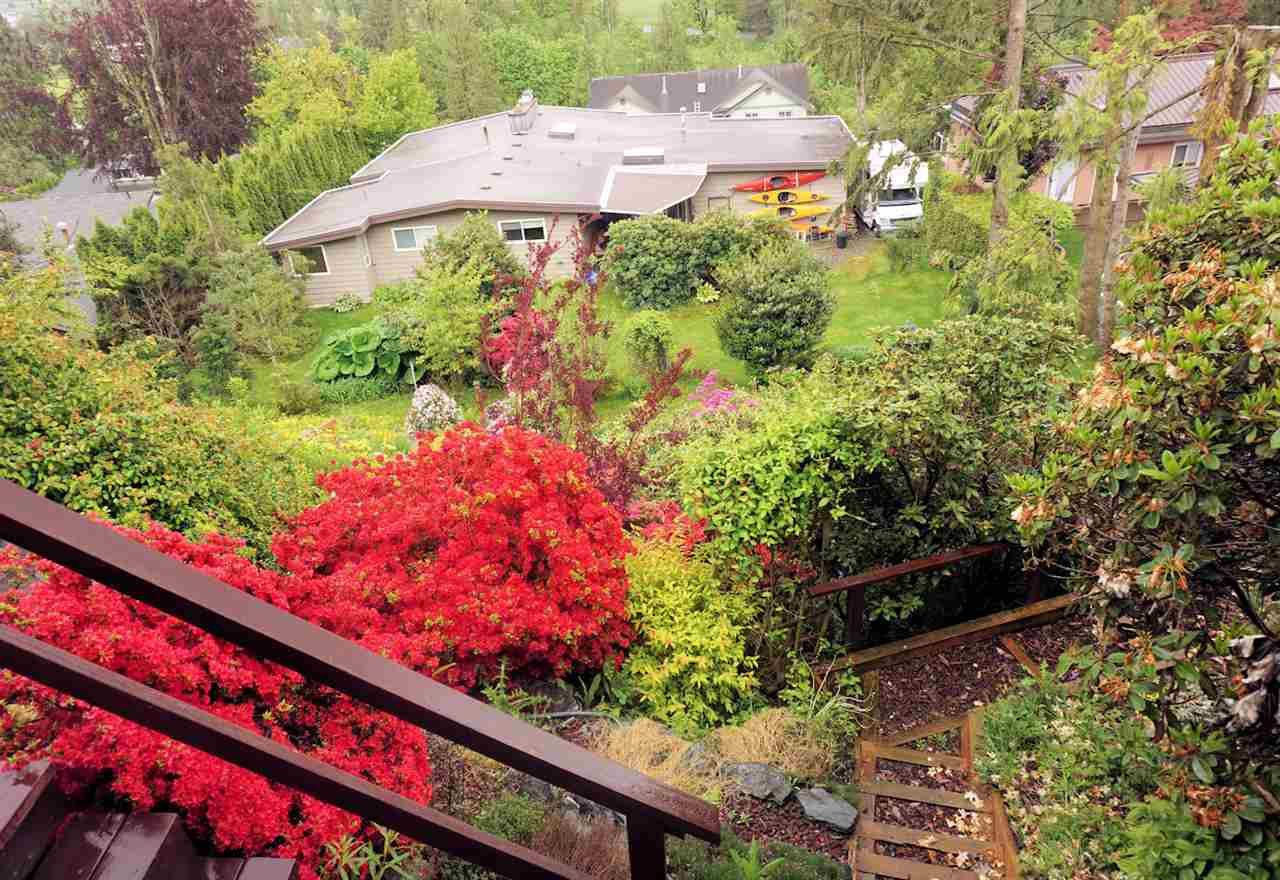 Photo 10: Photos: 10040 TIMBERLINE Place in Chilliwack: Little Mountain House for sale : MLS®# R2167640
