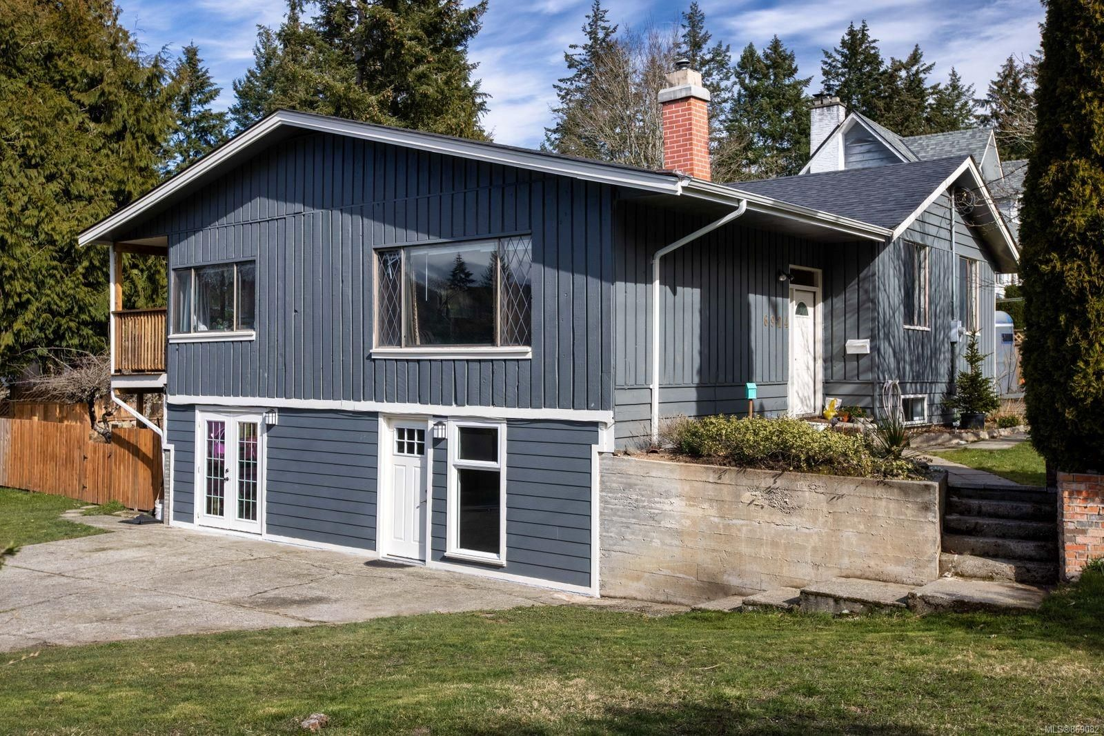 Main Photo: 6924 Wallace Dr in : CS Brentwood Bay House for sale (Central Saanich)  : MLS®# 869082