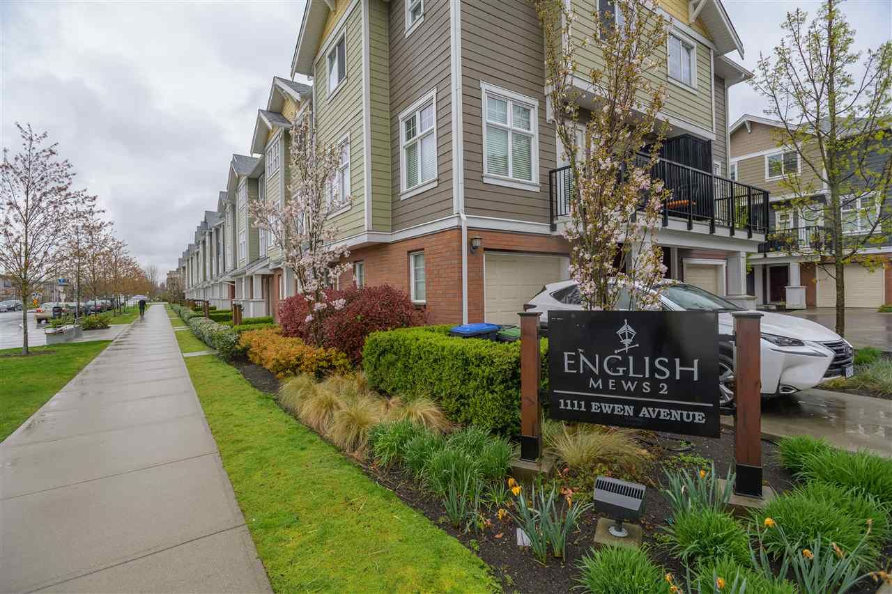 """Main Photo: 34 1111 EWEN Avenue in New Westminster: Queensborough Townhouse for sale in """"ENGLISH MEWS"""" : MLS®# R2359101"""