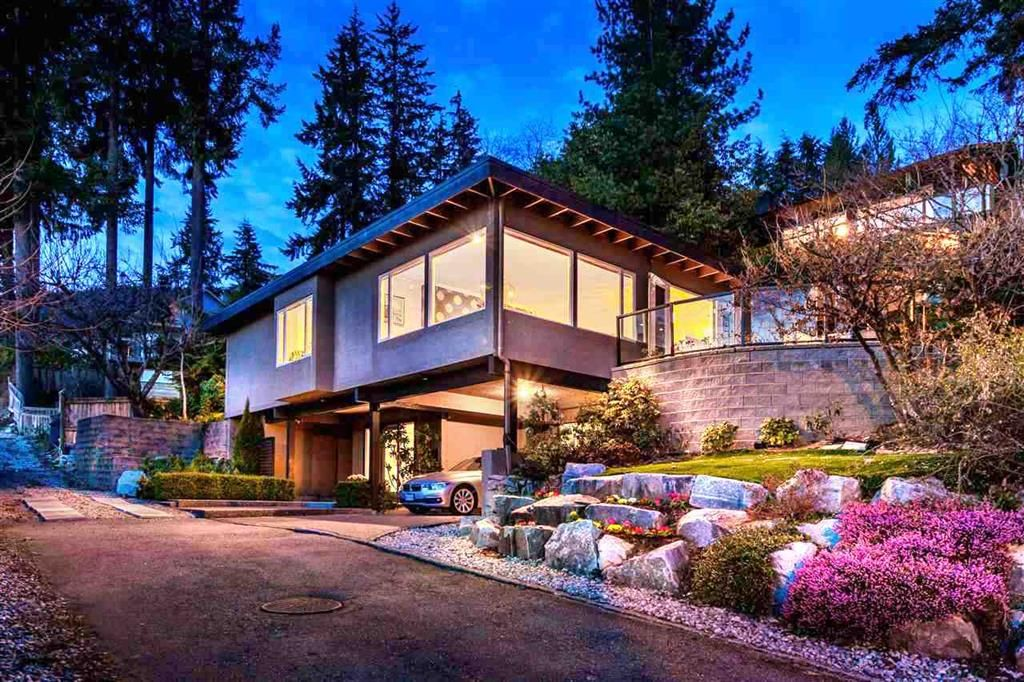 Main Photo: 250 W Rockland Road in North Vancouver: Upper Lonsdale House for sale : MLS®# r2388323