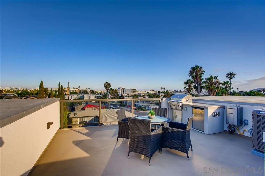 Photo 11: Photos: POINT LOMA Townhouse for sale : 2 bedrooms : 3030 Jarvis #7 in San Diego