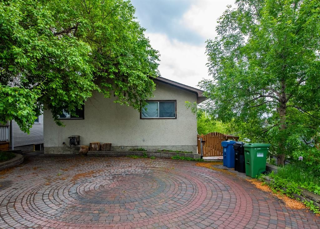 Main Photo: 141 40th Avenue SW in Calgary: Parkhill Detached for sale : MLS®# A1107597