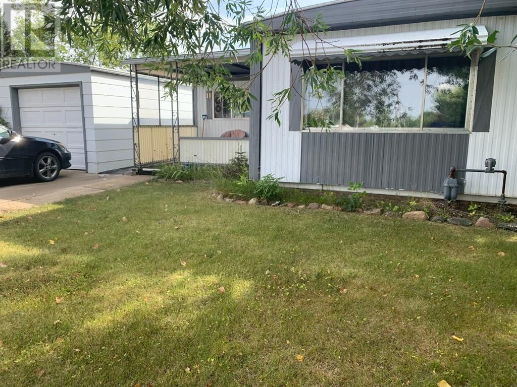 Main Photo: 11 Mobile Drive NE in Three Hills: House for sale : MLS®# A1140398