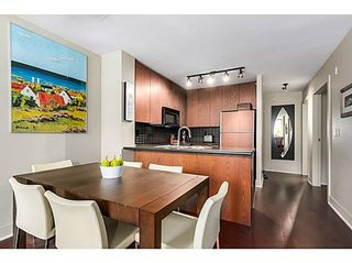 Photo 6: 305 2036 10TH Ave W: Kitsilano Home for sale ()  : MLS®# V1079630