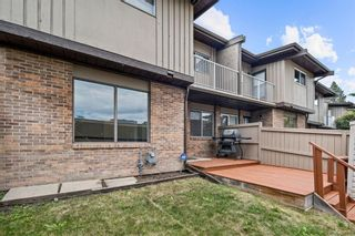 Photo 3: 11 1055 72 Avenue NW in Calgary: Huntington Hills Row/Townhouse for sale : MLS®# A1123870