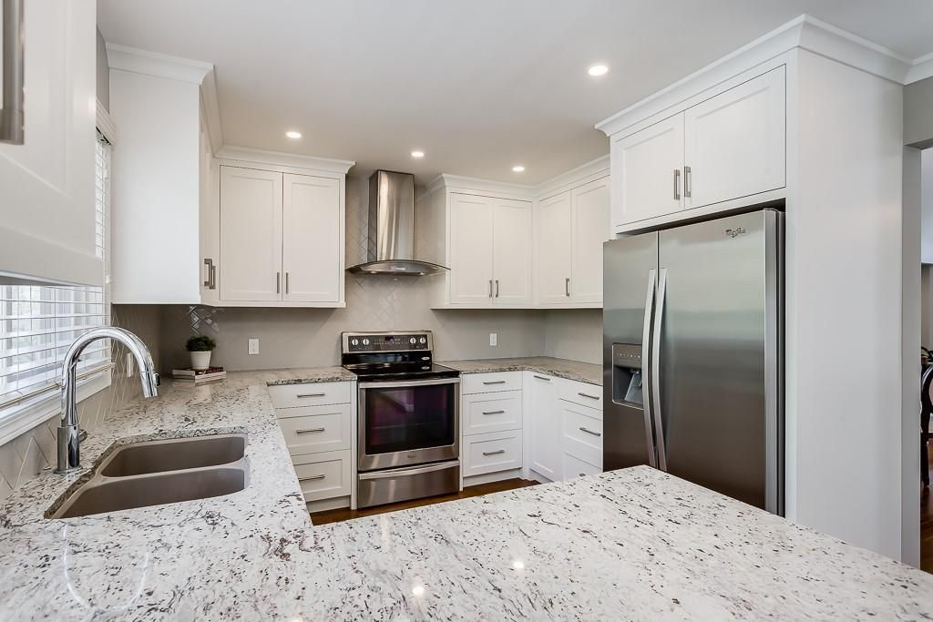 Photo 9: Photos: 115 SIERRA MORENA Circle SW in Calgary: Signal Hill Detached for sale : MLS®# C4299539