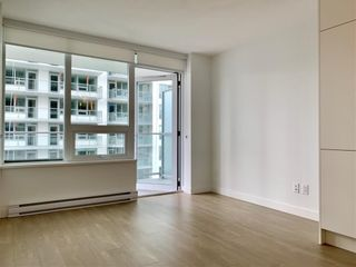 """Photo 5: 1005 988 QUAYSIDE Drive in New Westminster: Quay Condo for sale in """"Riversky 2"""" : MLS®# R2625383"""