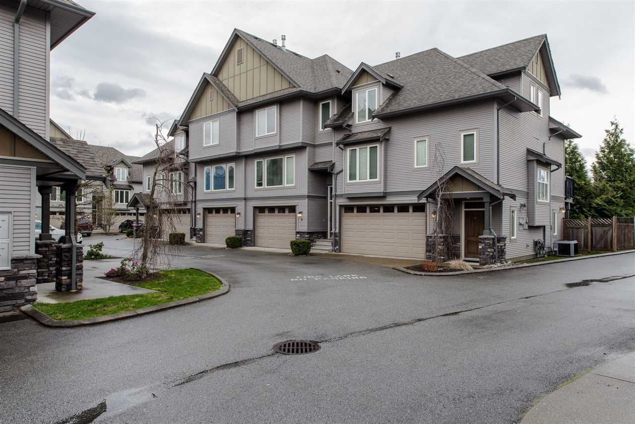 "Main Photo: 5 46083 AIRPORT Road in Chilliwack: Chilliwack E Young-Yale Townhouse for sale in ""GRAYSTONE ARBOUR"" : MLS®# R2154060"
