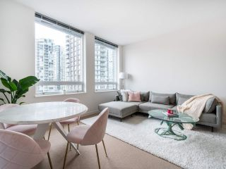Photo 3: 1106 638 BEACH CRESCENT in Vancouver: Yaletown Condo for sale (Vancouver West)  : MLS®# R2499986