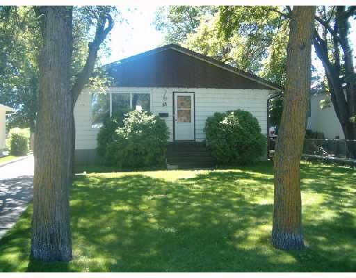 Main Photo: 88 MOORE Avenue in WINNIPEG: St Vital Single Family Detached for sale (South East Winnipeg)  : MLS®# 2712774