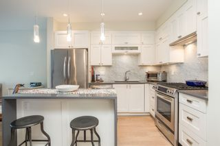 """Photo 4: 415 14855 THRIFT Avenue: White Rock Condo for sale in """"The Royce"""" (South Surrey White Rock)  : MLS®# R2538329"""