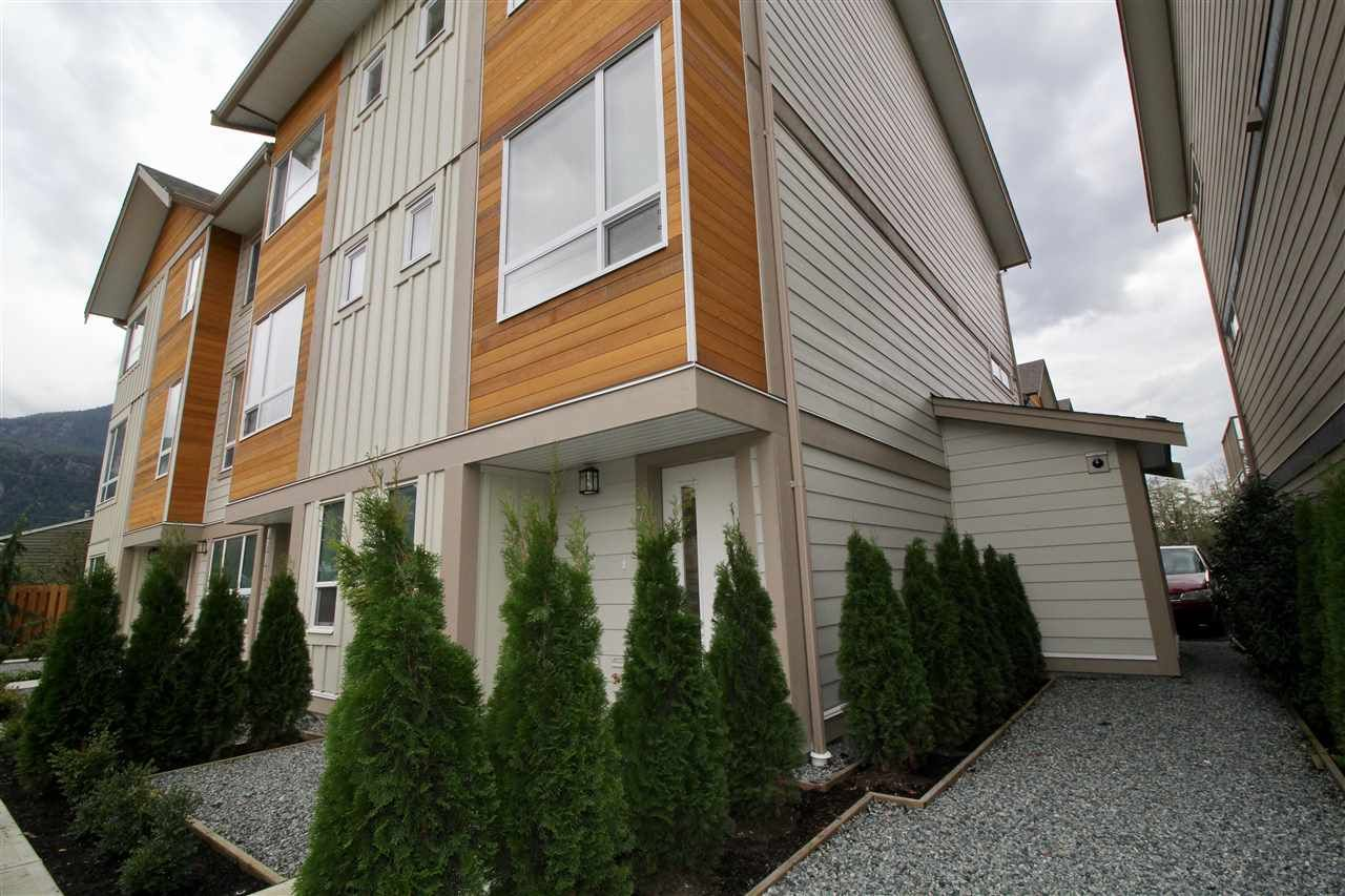 """Main Photo: 7 1188 WILSON Crescent in Squamish: Downtown SQ Townhouse for sale in """"Current"""" : MLS®# R2147164"""