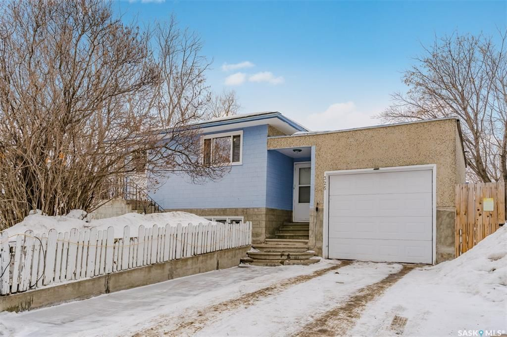 Main Photo: 325 Witney Avenue South in Saskatoon: Meadowgreen Residential for sale : MLS®# SK842561