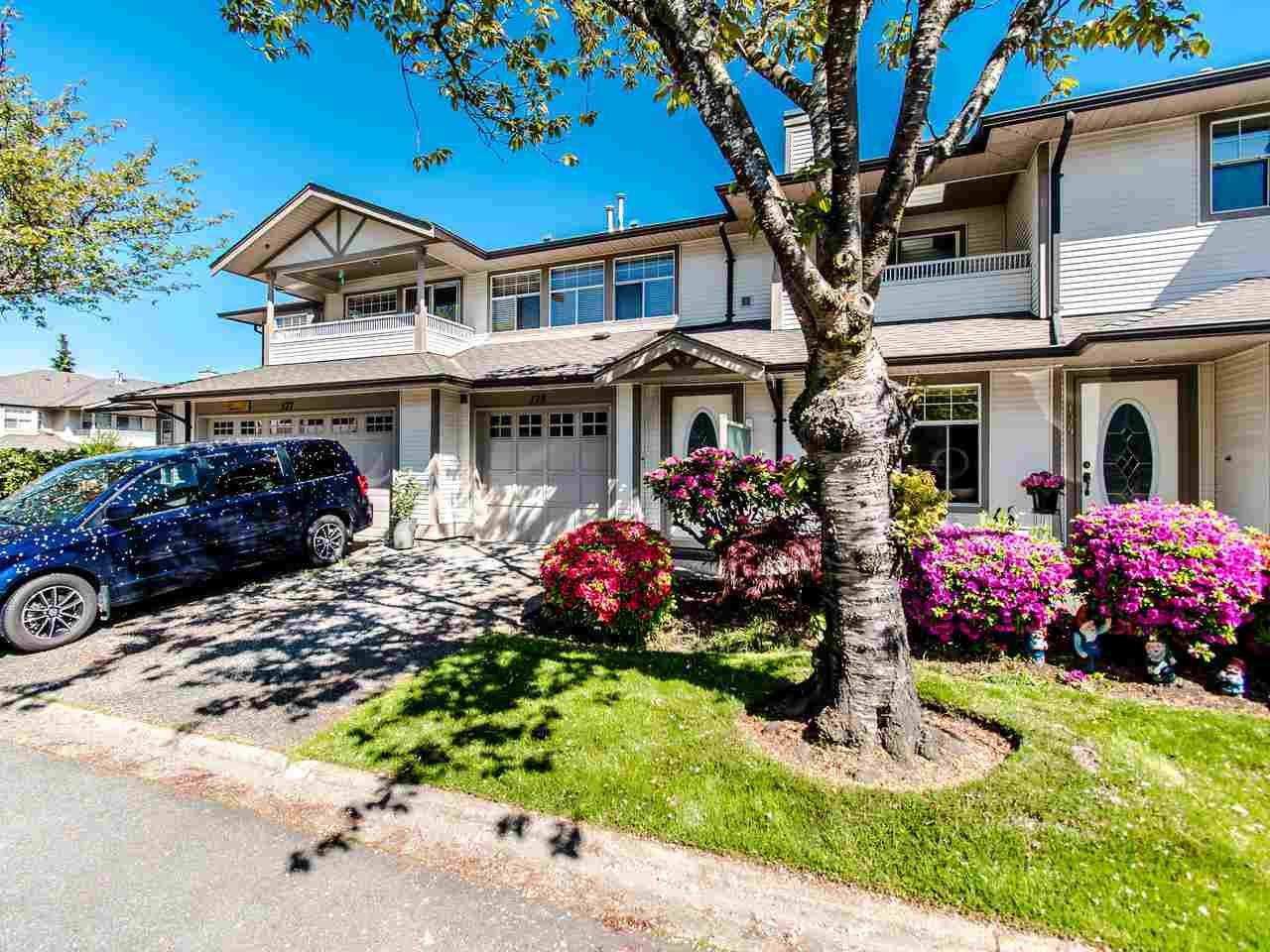 """Main Photo: 178 20391 96 Avenue in Langley: Walnut Grove Townhouse for sale in """"CHELSEA GREEN"""" : MLS®# R2455217"""