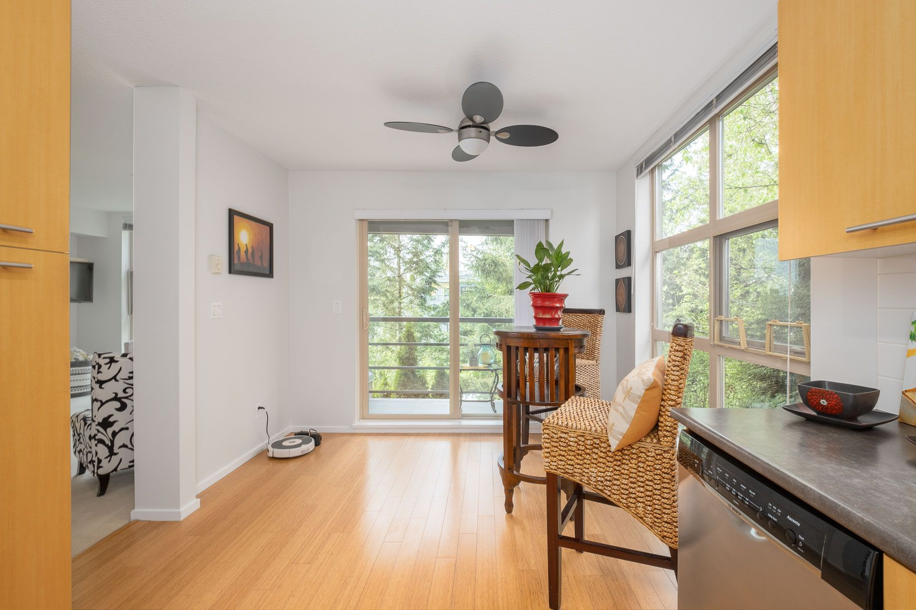 """Photo 12: Photos: 404 9339 UNIVERSITY Crescent in Burnaby: Simon Fraser Univer. Condo for sale in """"HARMONY AT THE HIGHLANDS"""" (Burnaby North)  : MLS®# R2578073"""