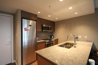 Photo 3: 904 135 E 17TH Street in North Vancouver: Central Lonsdale Condo for sale : MLS®# R2038208