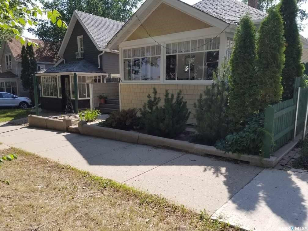 Main Photo: 848 5th Avenue Northwest in Moose Jaw: Central MJ Residential for sale : MLS®# SK864473