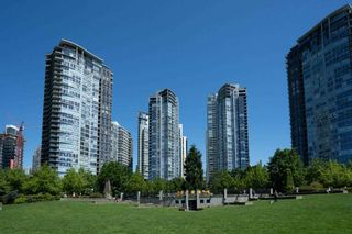 """Photo 8: 1907 1495 RICHARDS Street in Vancouver: Yaletown Condo for sale in """"Azzura Two"""" (Vancouver West)  : MLS®# R2580924"""