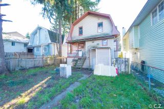 Photo 2: 2035 SUFFOLK Avenue in Port Coquitlam: Glenwood PQ House for sale : MLS®# R2017594
