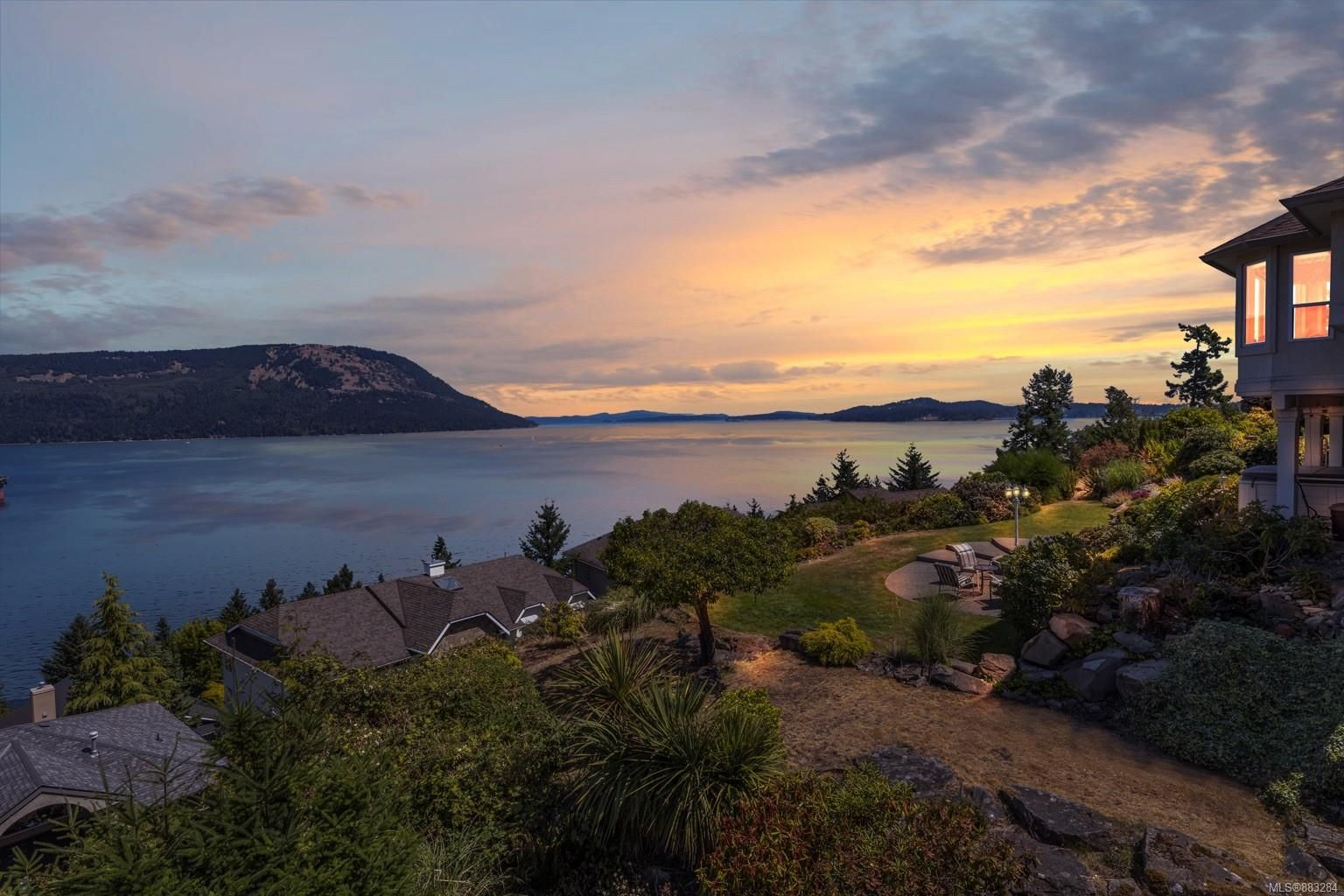 Main Photo: 501 Marine View in : ML Cobble Hill House for sale (Malahat & Area)  : MLS®# 883284