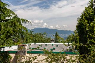 """Photo 13: 326 1979 YEW Street in Vancouver: Kitsilano Condo for sale in """"CAPERS"""" (Vancouver West)  : MLS®# R2566048"""