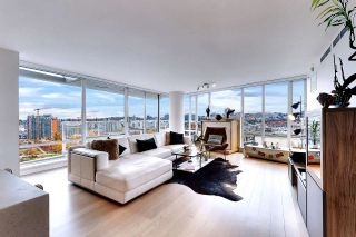 Photo 3: 1602 8 SMITHE Mews in Vancouver: Yaletown Condo for sale (Vancouver West)  : MLS®# R2518054