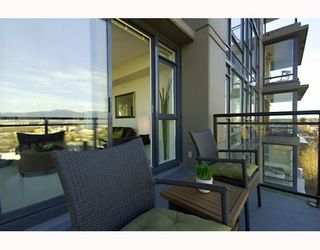 """Photo 3: 906 1650 W 7TH Avenue in Vancouver: Fairview VW Condo for sale in """"VIRTU"""" (Vancouver West)  : MLS®# V748830"""