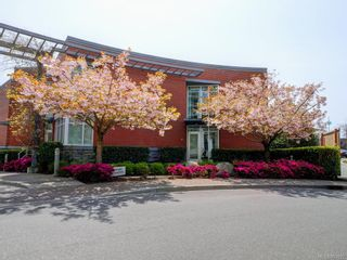 Photo 1: TH4 100 Saghalie Rd in : VW Songhees Row/Townhouse for sale (Victoria West)  : MLS®# 863022