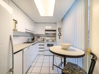 "Photo 8: 1009 1500 HOWE Street in Vancouver: Yaletown Condo for sale in ""The Discovery"" (Vancouver West)  : MLS®# R2561951"