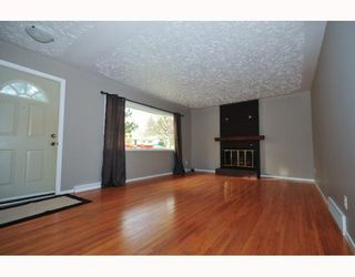 Photo 2: 46 HEALY Drive SW in CALGARY: Haysboro Residential Detached Single Family for sale (Calgary)  : MLS®# C3388908
