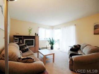 Photo 4: 208 2757 Quadra St in VICTORIA: Vi Hillside Condo for sale (Victoria)  : MLS®# 517322