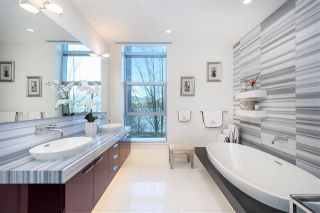 """Photo 19: 102 277 THURLOW Street in Vancouver: Coal Harbour Townhouse for sale in """"Three Harbour Green"""" (Vancouver West)  : MLS®# R2586618"""