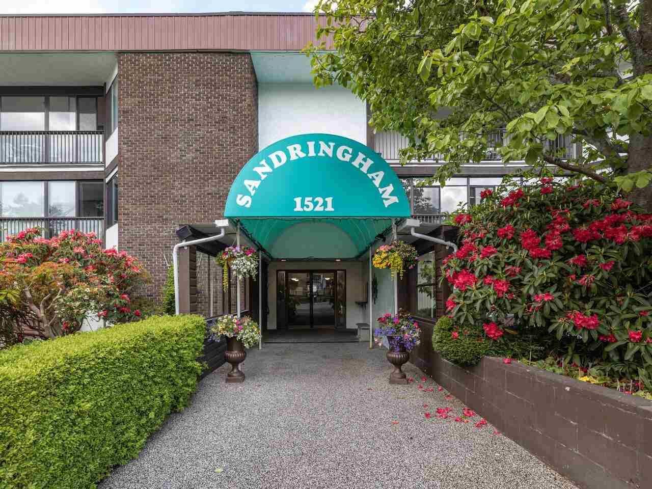 "Main Photo: 105 1521 BLACKWOOD Street: White Rock Condo for sale in ""SANDRINGHAM"" (South Surrey White Rock)  : MLS®# R2583925"