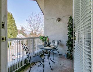 """Photo 10: 311 15272 20 Avenue in Surrey: King George Corridor Condo for sale in """"Windsor Court"""" (South Surrey White Rock)  : MLS®# R2582826"""