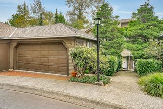 """Photo 2: 8834 LARKFIELD Drive in Burnaby: Forest Hills BN Townhouse for sale in """"Primrose Hill"""" (Burnaby North)  : MLS®# R2498974"""