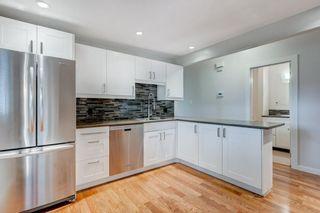 Photo 11: 3811 43 Street SW in Calgary: Glenbrook Semi Detached for sale : MLS®# C4267535