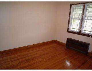 Photo 3: 491 MAGNUS Avenue in WINNIPEG: North End Residential for sale (North West Winnipeg)  : MLS®# 2913486