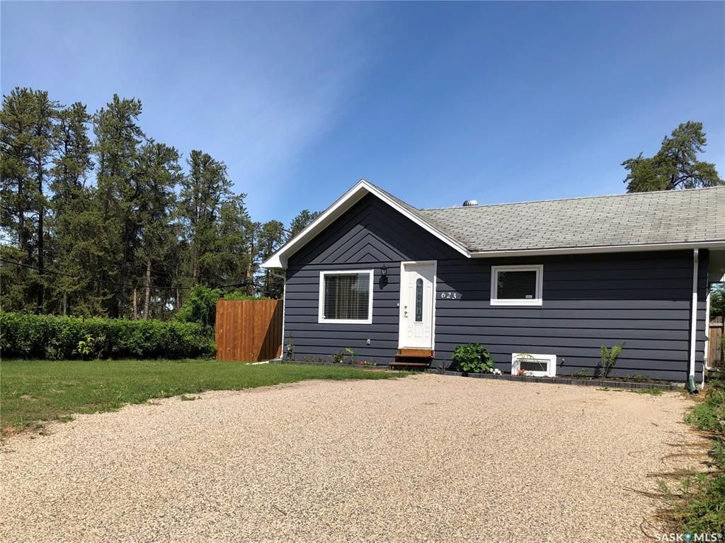 Main Photo: 623 7th Avenue West in Nipawin: Residential for sale : MLS®# SK859050