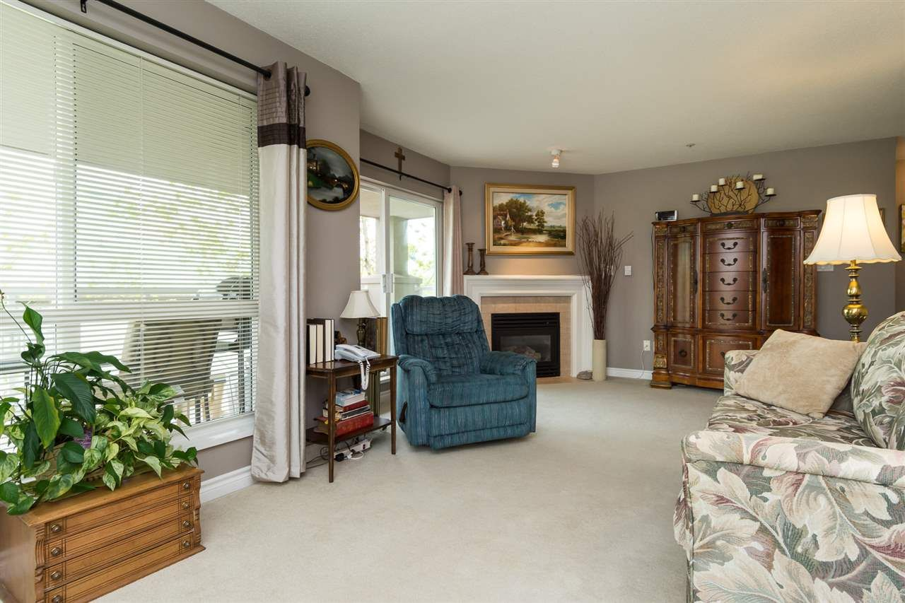 """Photo 6: Photos: 201 15130 29A Avenue in Surrey: King George Corridor Condo for sale in """"The Sands"""" (South Surrey White Rock)  : MLS®# R2161626"""