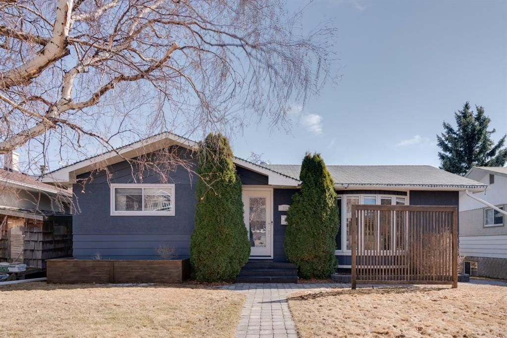 Main Photo: 11 Glenway Drive SW in Calgary: Glamorgan Detached for sale : MLS®# A1084350