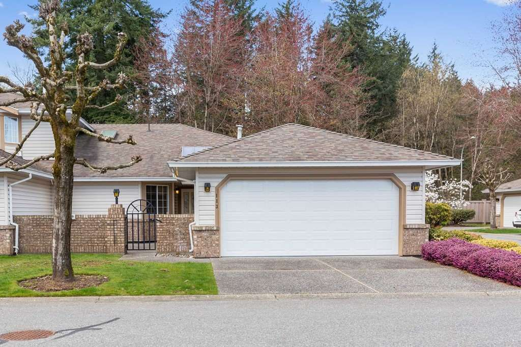"""Main Photo: 113 9715 148A Street in Surrey: Guildford Townhouse for sale in """"Chelsea Gate"""" (North Surrey)  : MLS®# R2450333"""