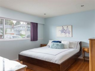 Photo 4: 4229 GLENHAVEN Crescent in North Vancouver: Dollarton House for sale : MLS®# R2465673