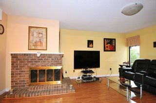 """Photo 4: 11 3350 ROSEMONT Drive in Vancouver: Champlain Heights Townhouse for sale in """"APENWOOD"""" (Vancouver East)  : MLS®# R2233904"""