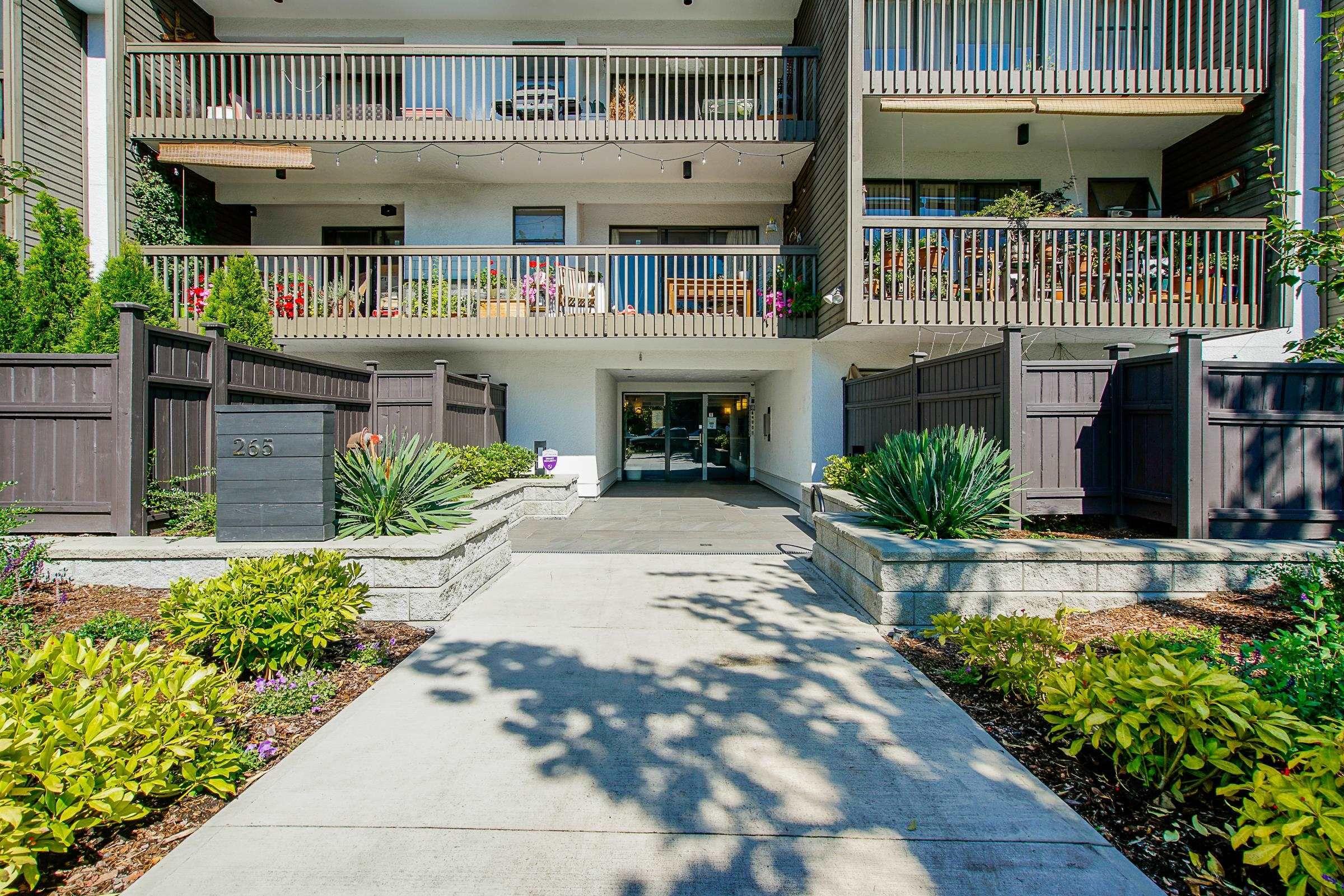 "Main Photo: 115 265 E 15TH Avenue in Vancouver: Mount Pleasant VE Condo for sale in ""Woodglen"" (Vancouver East)  : MLS®# R2616900"
