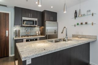 """Photo 10: 1104 89 W 2ND Avenue in Vancouver: False Creek Condo for sale in """"PINNACLE LIVING FALSE CREEK"""" (Vancouver West)  : MLS®# R2250974"""