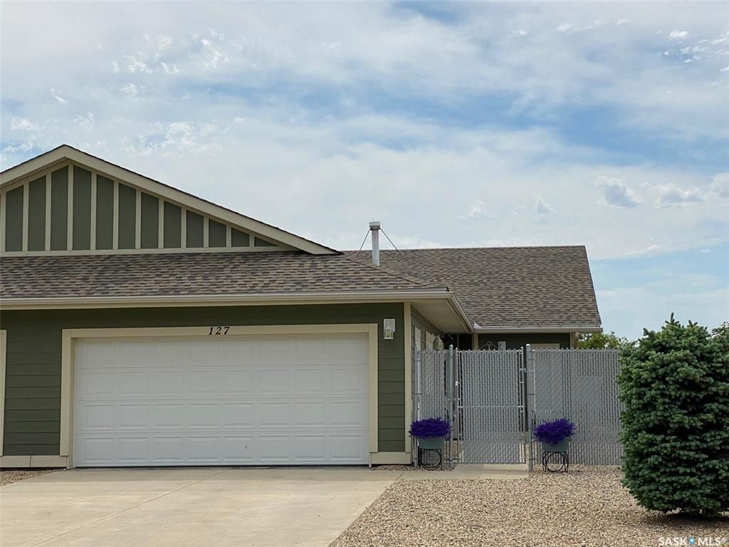 Main Photo: 127 Funk Avenue in Canora: Residential for sale : MLS®# SK812835